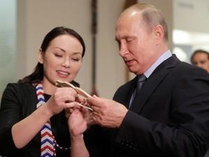 Путина защитит пояс с оберегами от злых духов