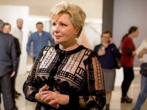 Дочь Юрия Гагарина привезла в Челябинск оружие из Кремля