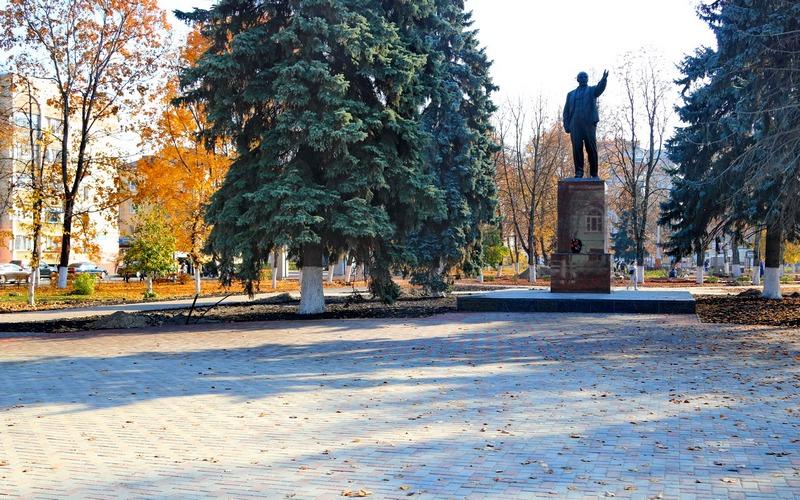 В сквере имени Ленина в Брянске завершается капремонт
