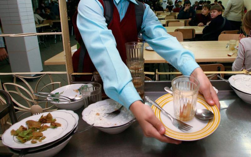 В дятьковских школах дети ели из грязной посуды