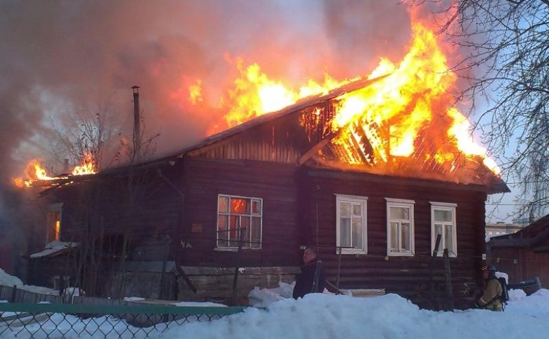 В Жуковке загорелся жилой дом