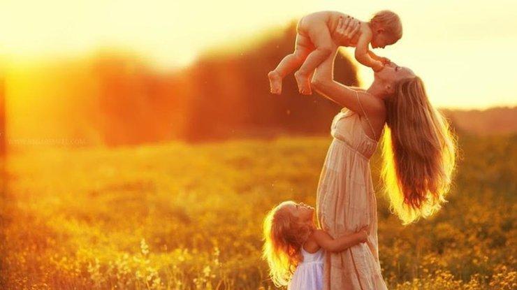 Главы Брянска поздравили матерей с предстоящим праздником