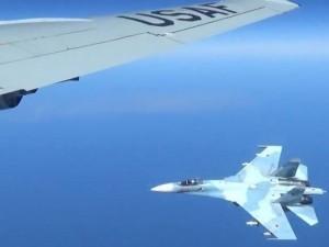 Экипаж самолета-разведчика ВМС США пожаловался на вибрацию и турбулентность