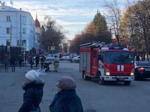 Массовая эвакуация из здания правительства Челябинской области. Сообщили о заложенной бомбе