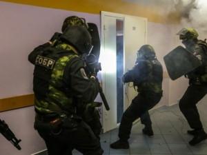 Двоих следователей СК задержали при получении взятки в 5 миллионов рублей