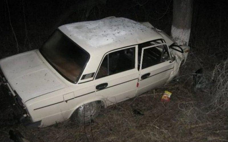 В Почепе молодежь на машине врезалась в дерево