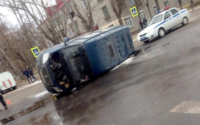 В Брянске в перевернувшейся маршрутке пострадали два пассажира