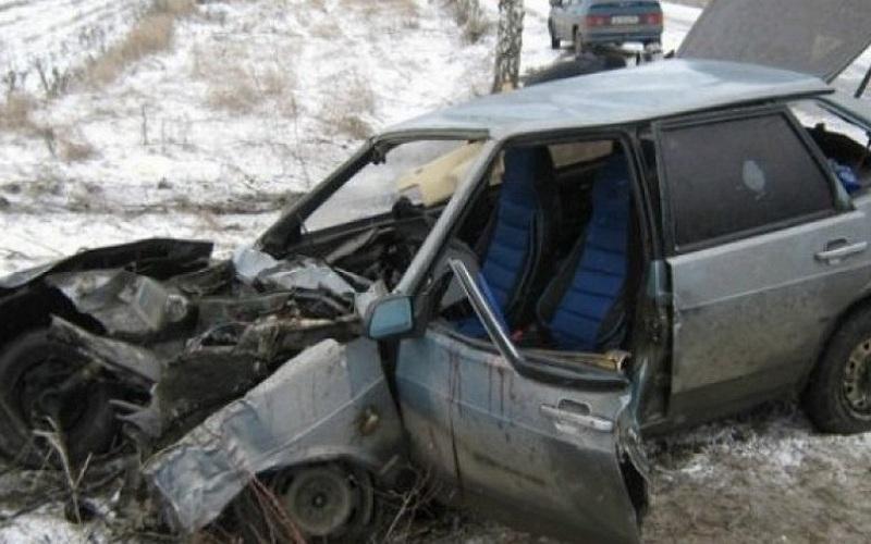 В Суражском районе начинающий автомобилист врезался в дерево