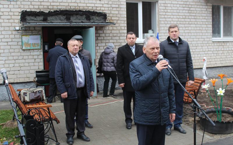 В Жуковке по-праздничному отметили окончание ремонта очередного двора