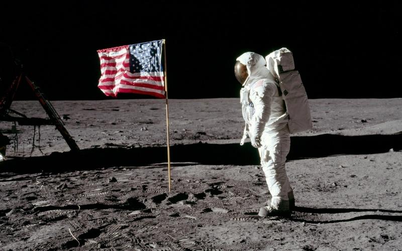 Рогозин пообещал проверить, высаживались ли американцы на Луну