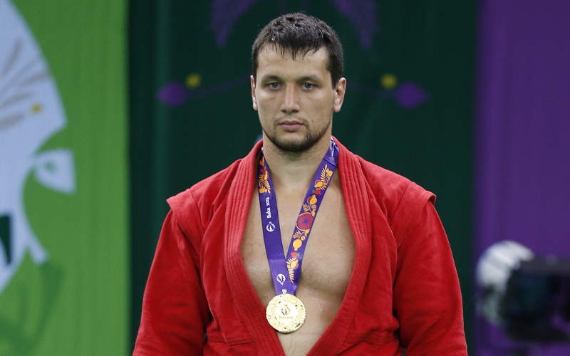 Брянец Артем Осипенко выиграл седьмой титул чемпиона мира по самбо