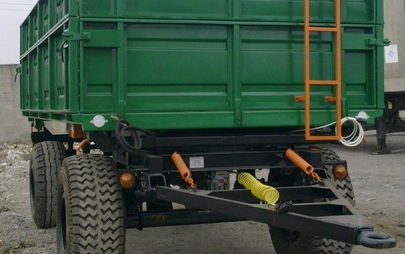 В Унече рабочий погиб под колесами тракторного прицепа