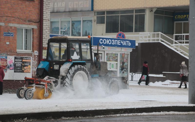 В Брянске дорожная техника прошла боевое крещение первым снегопадом