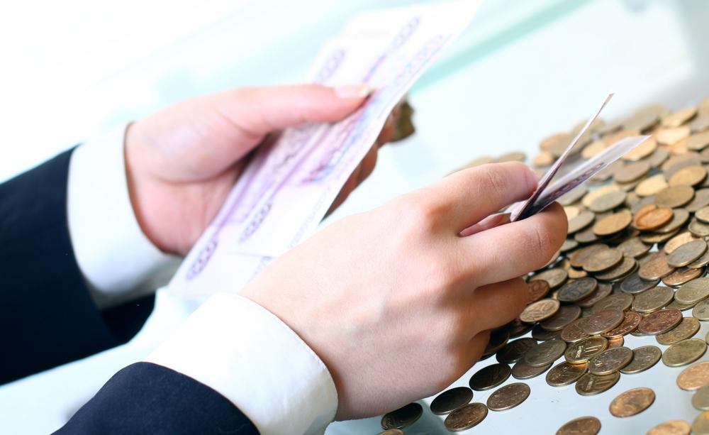 Госдума хочет обязать неработающих россиян самим платить взносы в социальные фонды