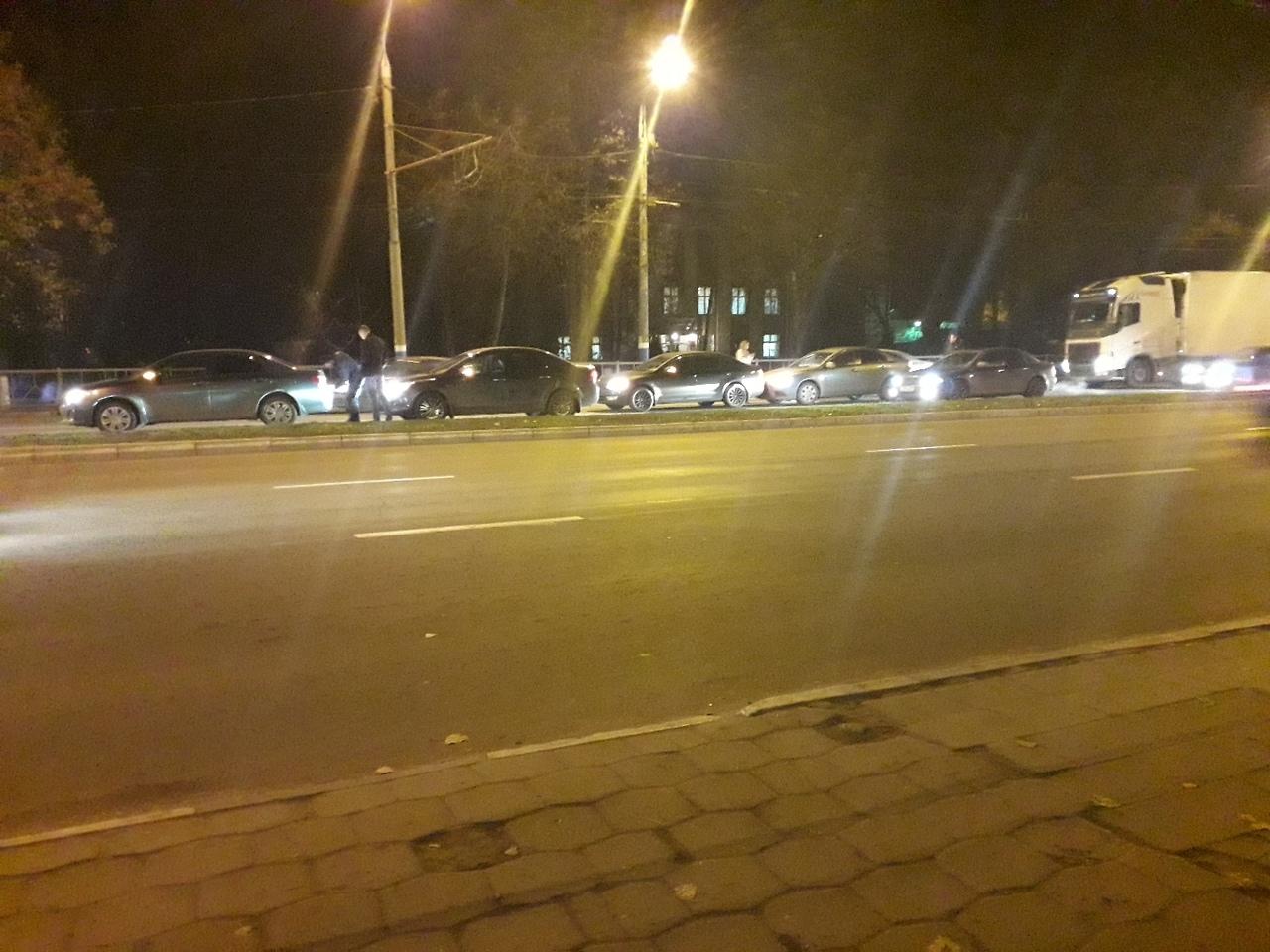 В Фокинском районе Брянска столкнулись четыре автомобиля