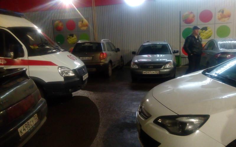 В Брянске автохам перегородил дорогу скорой помощи