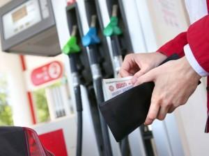 АЗС уличили в скрытом повышении цен на бензин и солярку