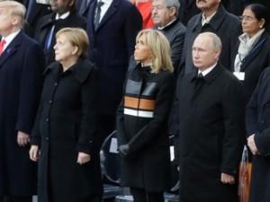 Соцсети увидели в одежде Брижит Макрон цвета российского имперского флага