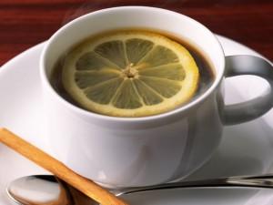 Чем опасен чай с лимоном