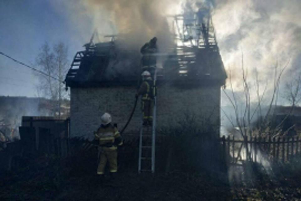 В Фокинском районе Брянска сгорели две дачи