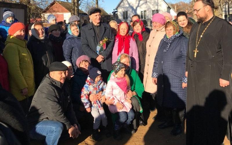 Василий Лановой помогает строить храм вбрянском селе
