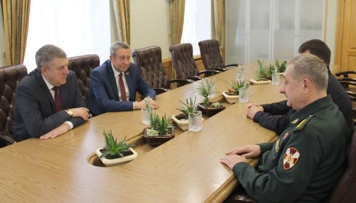Глава Брянского региона встретился с командующим Центральным округом войск