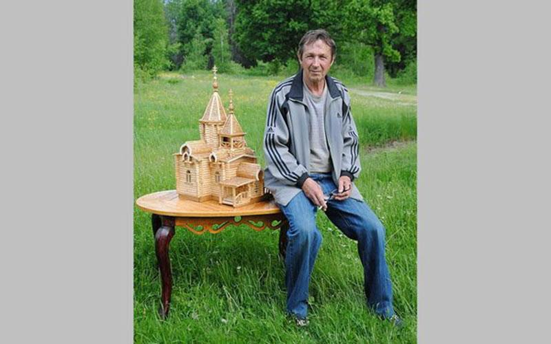 Житель брянского села создал уникальные макеты храмов