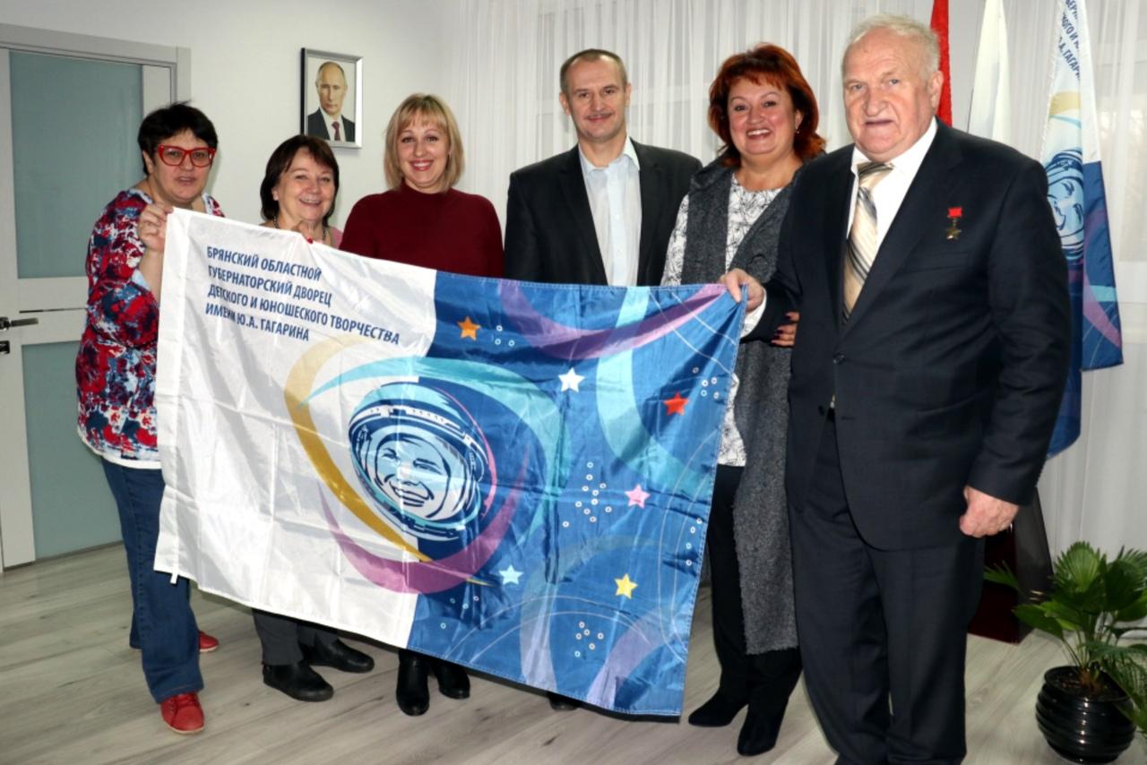 Флаг брянского детского дворца творчества побывал в космосе