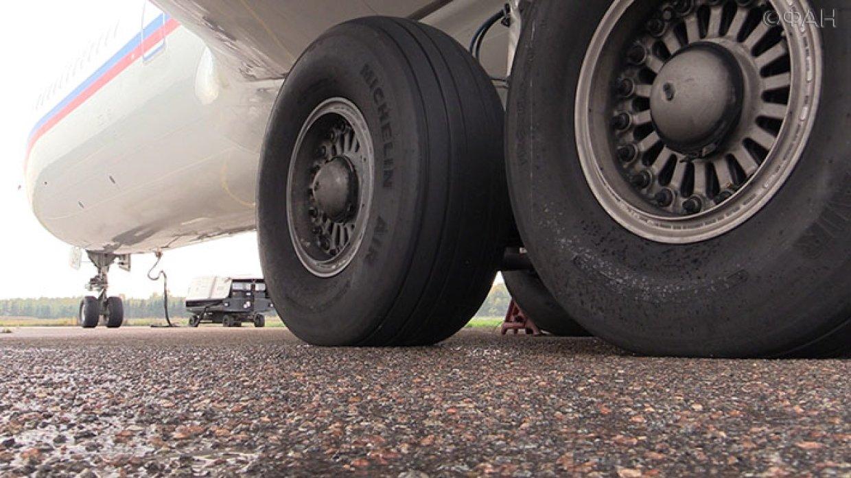 ВШереметьево самолет при взлете сбил человека