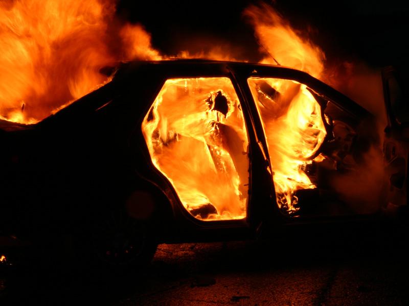 В Навле сгорел гараж с легковой машиной
