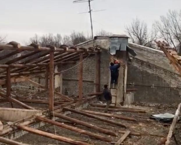 В Брянске ремонтируют крышу ДК БМЗ