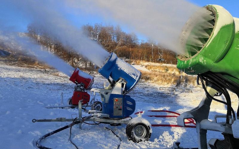 В Брянске к выходным для любителей скатиться с горы откроют снежный склон
