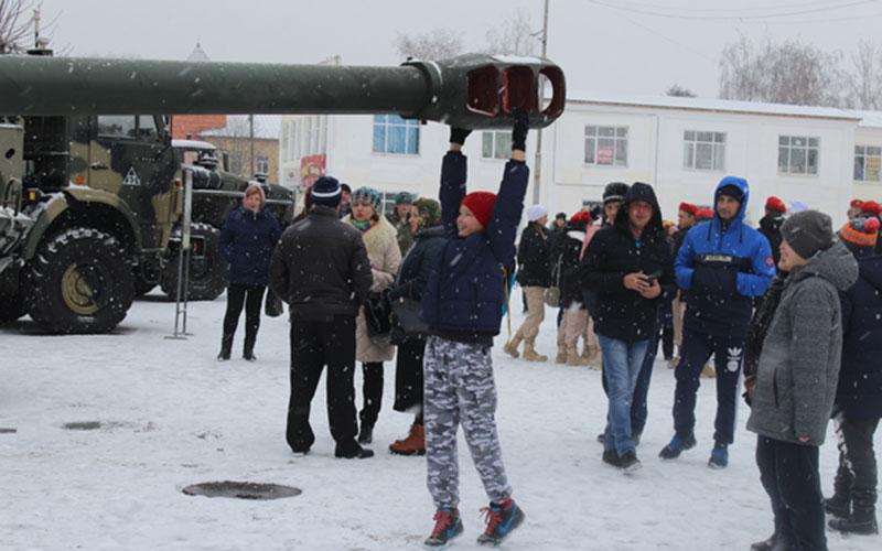 ВПочепе состоялся показ артиллерийской техники
