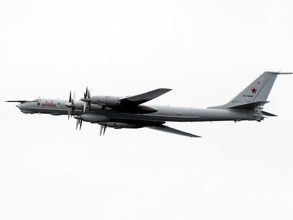 Полет над флагманом НАТО российского самолета зафиксировали на фото
