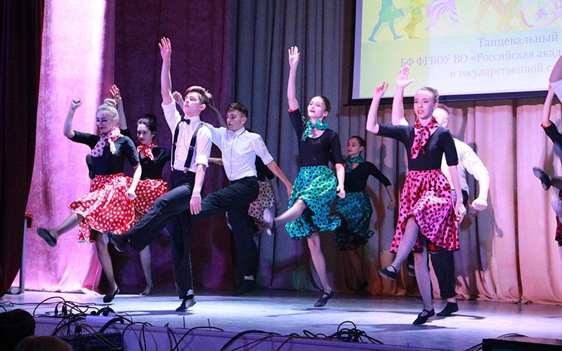 Брянские студенты удивили талантами нагала-концерте «Живи ипой»