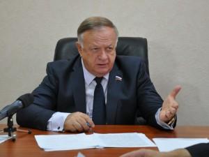 Он голосовал за повышение пенсионного возраста. Депутат Виктор Заварзин