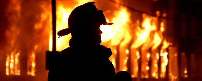 В Брянске на улице Бежицкой сгорело нежилое помещение