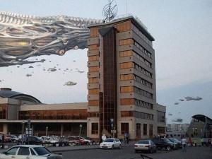 Неведомые существа и объекты посещают Челябинск с помощью художника