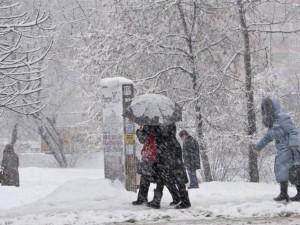 Снегопады и сильный ветер ожидаются днем в четверг
