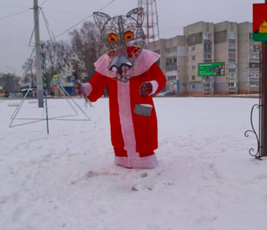 Брянского волка одели в костюм Деда мороза