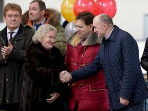 Легендарная «Уральская молния» поздравила школу, носящую ее имя