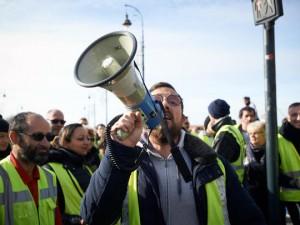 В Париже продолжаются протесты «жёлтых жилетов». Чего уже добились?