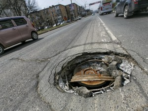 Челябинка отсудила у администрации более 100 тысяч рублей за открытый канализационный люк