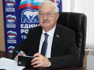 Он голосовал за повышение пенсионного возраста. Депутат Алексей Езубов