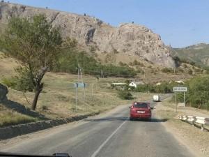 Заграждение с датчиками появилось на границе Крыма с Украиной