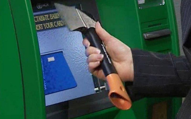 В больнице Брянска пытались взломать банкомат