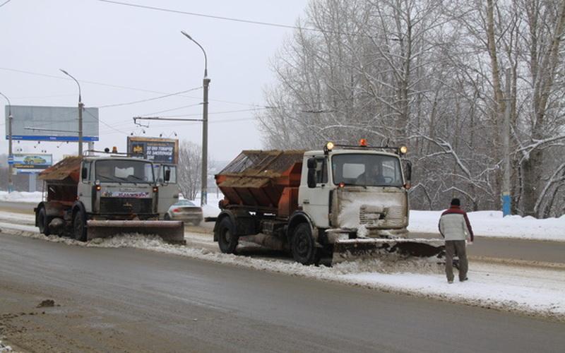 На расчистку улиц в Брянске вышла техника
