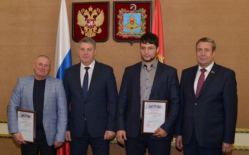Брянский самбист Артем Осипенко решил податься в чиновники