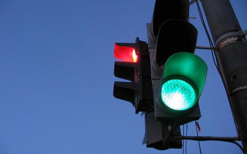 Жители Брянска считают затею с «умными» светофорами провальной