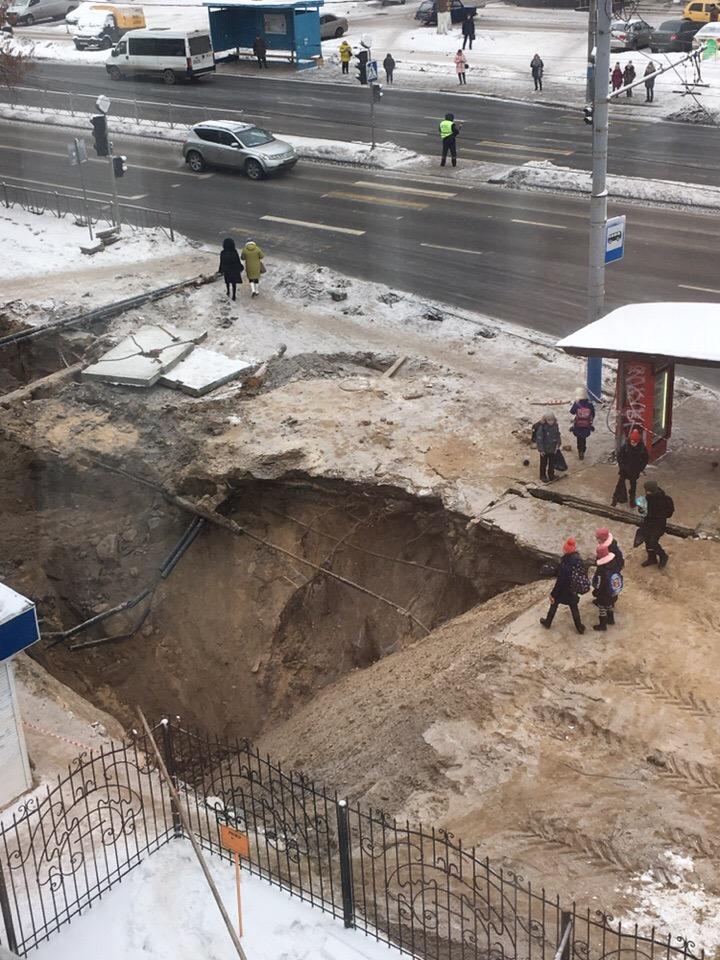 Жители Брянска рискуют провалиться в гигантский котлован